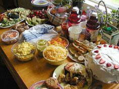 to Start a Home-Based Catering Company How to Start A Home-Based Catering BusinessHow to Start A Home-Based Catering Business Home Catering, Catering Food Displays, Wedding Catering, Catering Ideas, Catering Recipes, Catering Events, Party Catering, Fruit Displays, Starting A Catering Business