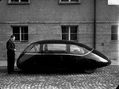 "Ретрофутуризм. Retrofuturism - The Schloerwagen or ""Pillbug"" car, 1936"