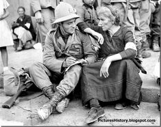 An Italian soldier bids farewell to his mother before heading to Abyssinia in 1935