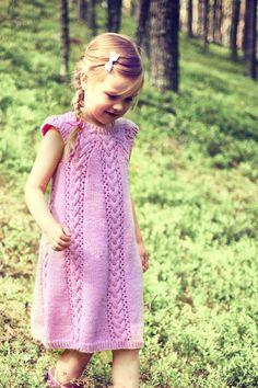 Girl`s Dress Novita 7 Veljestä (7 Brothers) | Novita knits