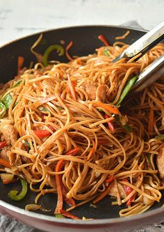 The Ultimate Spicy Chicken Lo Mein Recipe Spicy Chicken Lo Mein Recipe, Chicken Chow Mein, Chicken Recipes, Pasta Primavera, Healthy Chinese Recipes, Asian Recipes, Sauce Hoisin, Soy Sauce, Vegetable Lo Mein