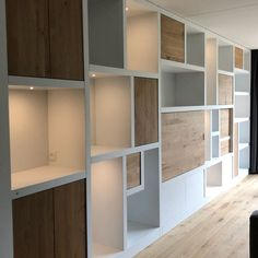 Built In Wall Shelves, Room Shelves, Home Library Design, Home Office Design, Home Living Room, Interior Design Living Room, Alcove Storage, Feature Wall Living Room, Muebles Living