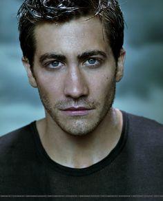 Jake Gyllenhaal HOT. I love him. Love love love.