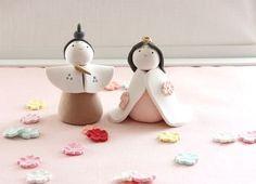 今回は簡単に作れるお雛様をご紹介いたします ピンクの粘土を円錐型にします。... Clay Crafts, Diy And Crafts, Crafts For Kids, Japanese Party, Japanese Sweets, Hina Dolls, Child Day, Spring Crafts, Clay Creations