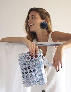 � Bolso de fiesta Aitana *TROPICANA* azul   Cordón de seda y tejido con estampado tropical   Diseño de Olvido Madrid Knitted Bags, Handmade Bags, Sequin Skirt, Sequins, Textiles, Knitting, Instagram, Sling Bags, Beach Bags