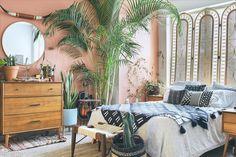 Home Decoration Living Room Dark Interiors, Colorful Interiors, Colourful Bedroom, Interior Rugs, Interior Design, Scandinavian Interior, Bohemian Bedroom Decor, Pink Room, Bedroom Decor