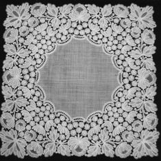 Mechelse kant (B) Cutwork Embroidery, Lacemaking, Linens And Lace, Simple Flowers, Bobbin Lace, Irish Crochet, Vintage Lace, Needlepoint, Tatting