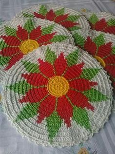 This Pin was discovered by Rol Crochet Flower Patterns, Crochet Mandala, Tapestry Crochet, Filet Crochet, Crochet Motif, Crochet Designs, Crochet Flowers, Crochet Kitchen, Crochet Home