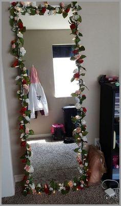 Cute Room Decor, Teen Room Decor, Room Ideas Bedroom, Bedroom Decor Ideas For Teen Girls, Bedroom Décor, Diy Floral Mirror, Flower Mirror, Diy Mirror Decor, Mirror Ideas