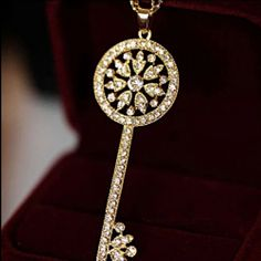 Rhinestone Key Necklace Exquisite and beautiful! Jewelry Necklaces