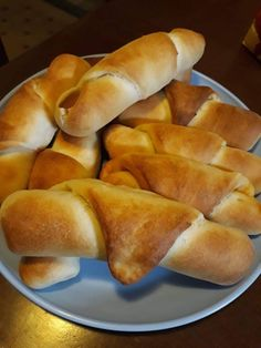 Extra gyors kifli – Hamar megvan és még egyszerű is Hot Dog Buns, Hot Dogs, Ciabatta, Baked Goods, Food And Drink, Bread, Baking, Lime, Recipes