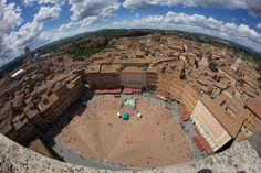 Piazza del Campo dalla Torre del Mangia. Foto di OFphotos su http://www.flickr.com/photos/of23/8758109153