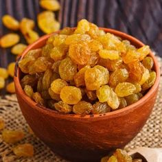 Pipless Golden Dried Grapes , - Dried Fruit Pipless Golden Dried Grapes Grapes are native to the Anatolian region of Turkey. We pick bunches of Gourmeturca Clean Eating Snacks, Healthy Snacks, Healthy Recipes, Baby Food Recipes, Snack Recipes, Fruit Photography, Cooking Ingredients, Delicious Fruit, Dried Fruit