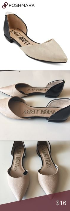 Cream and Black Flats Great to tone flats. Difference is a snakeskin like material in cream and the back is patent leather black. Sam & Libby Shoes Flats & Loafers
