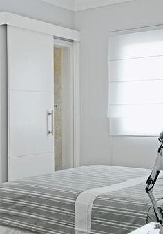 Porta do quarto das meninas assim de correr estalada do lado de dentro do quarto ( e do quarto Lucas e Rosi , closet e banheiro assim só q de abrir para dentro ) OBS também a mesma para cozinha e entrada da sala...