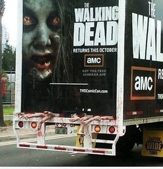 Funny pictures about The Walking Dead Zombie Truck. Oh, and cool pics about The Walking Dead Zombie Truck. Also, The Walking Dead Zombie Truck photos. Walking Dead Comics, Walking Dead Funny, The Walking Dead Saison, Walking Dead Returns, Walking Dead Season 4, Street Marketing, Guerilla Marketing, Marketing Viral, Guerrilla Advertising