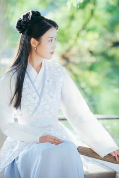 Scarlet Heart Ryeo Behind the scenes Moon Lovers Quotes, Iu Moon Lovers, Scarlet Heart Ryeo Cast, Moon Lovers Scarlet Heart Ryeo, Scarlet Heart Ryeo Wallpaper, Korean Girl, Asian Girl, Iu Hair, Kdrama