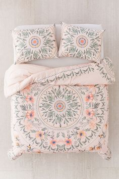 Shop Iris Sketched Floral Comforter at Urban Outfitters today. We carry all the latest styles, colors and brands for you to choose from right here. Floral Comforter, Bohemian Comforter Sets, Duvet, Twin Comforter, My New Room, Bedding Collections, Bed Spreads, Dorm Room, Bed Sheets