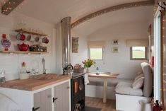 Angel Shepherd's Hut - Glamping in Shaftesbury, Dorset Glamping Dorset, Shepherds Hut, Small Places, Tiny House Living, Cottage Living, Amazing Spaces, Tiny Spaces, Tiny House On Wheels, Little Houses