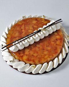 La tarte tatin pour la commande de Caroline. Ce fût un samedi très chargé,  5 gâteaux, des minis burgers, et je remets ça le 6. Dès demain je reprends  mes ... 2c97d55e5a1e