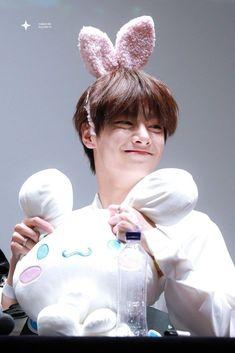 Jeongin I.N Stray Kids Fansing Cute Babies, Baby Kids, Kids Icon, We Bear, Fandom, Lee Know, Kids Videos, Lee Min Ho, Kpop Boy
