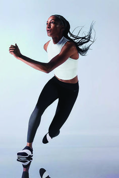 Designed for athletes of all levels from the elite to the everyday. The Nike Zonal Strength Training Tights provide the right amount of compression to help reduce muscle vibration and fatigue for a locked-in fit and feel.