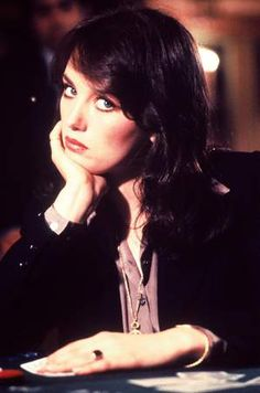 Isabelle Adjani, Hollywood Glamour, Old Hollywood, Hollywood Stars, Short Hair Cuts For Women, Short Hair Styles, Camille Claudel, Isabella Rossellini, Aesthetic Makeup