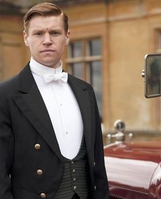 Matthew may be out of the picture, but Lady Mary won't be alone for long. According to The Telegraph, two aristocrats will be visiting Downton in . Downton Abbey Saison 4, Downton Abbey Series, Vanity Fair, Rob James Collier, Lady Mary Crawley, Dowager Countess, Bbc Drama, Cute Actors, Roaring Twenties