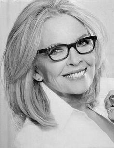 Diane Keaton Diane Keaton Hairstyles, Dianne Keaton, Beatnik Style, Ageless Beauty, Aging Gracefully, Celebs, Celebrities, Celebrity Pictures, Glamour
