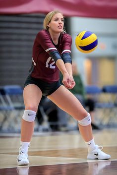 Volleyball Photos, Female Volleyball Players, Women Volleyball, Beach Volleyball, Volleyball Setter, Volleyball Shirts, Softball Pictures, Cheer Pictures, Athletic Girls