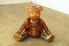 Escultura criada com pranchas de skate, por Haroshi. #reciclagem #skate #objetodecorativo #arte #escultura