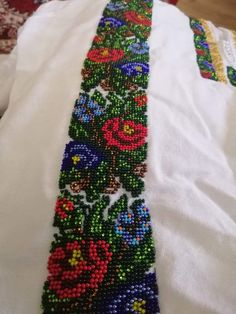 Embroidery Fashion, Beaded Embroidery, Floral Tie, Friendship Bracelets, Diy And Crafts, Mary, Vestidos, Needlepoint, Bugle Beads
