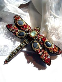 "Beaded dragonfly brooch ""Tizia"" with aquamarine and gray agate."