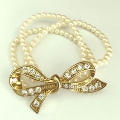 ❗️Elegant Gold & Pearl Bow Bracelet Add to your beautiful collection! Simple and beautiful. It expands and fits 6-10inch wrists. Make me an offer! Thank you Forever 21 Jewelry Bracelets