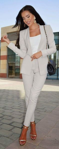 Neutral Suit Chic Style by Laura Badura Fashion Different shoes for work Office Fashion, Work Fashion, Fashion Spring, Looks Chic, Business Dresses, Summer Business Outfits, Office Looks, Costume, Professional Outfits
