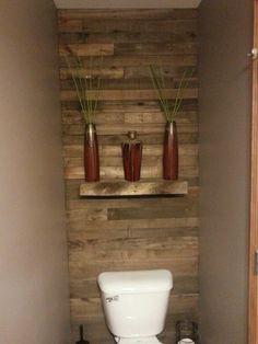 41 DIY Pallet Bathroom Walls That Will Make Your Bathroom Stunning – DecoRecent – Diy Bathroom Remodel İdeas Pallet Wall Bathroom, Bathroom Sink Decor, Pallet Walls, Diy Bathroom Remodel, Bathroom Toilets, Bathroom Shelves, Bathroom Flooring, Bathroom Furniture, Small Bathroom