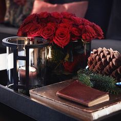 Julen er en fin anledning til å pynte litt ekstra. Hygge Christmas, Rustic Christmas, Winter Christmas, Xmas, Christmas Arrangements, Christmas Decorations, Interior And Exterior, Raspberry, Centerpieces