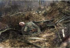 Allemand gisant au fond de sa tranchée bouleversée par les bombardements - Lieu inconnu - le 23 Octobre 1917. ————– German lying at the bottom of his...
