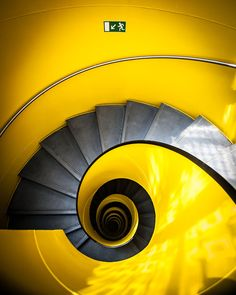 Yellow spiral stairs - ©Philippe Brunel - The basic elements of the stair have been arranged to realize a stunning optical stairwell. Mellow Yellow, Black N Yellow, Color Yellow, Yellow Art, Balustrades, Beautiful Stairs, Take The Stairs, Stair Steps, Stairway To Heaven