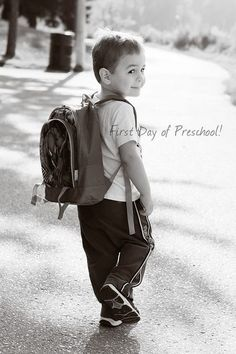First Day Of School Poses Kinder – First Day Of School Poses – First Day of School Traditions – Photos 1st Day Of School Pictures, First Day School, School Photos, I School, School Classroom, School Ideas, Kindergarten Pictures, Preschool Pictures, Kindergarten First Day