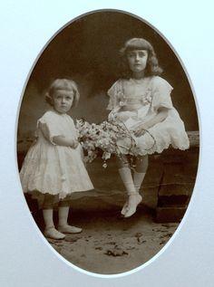 Huguette Clark, left, with her sister, Andrée.