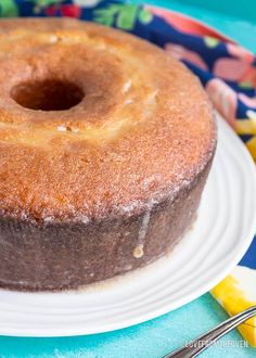 Kentucky Butter Cake Homemade Pound Cake, Pound Cake Recipes, Easy Cake Recipes, Homemade Cakes, Rum Butter, Sweet Butter, Kentucky Butter Cake, B Food, Baking Flour