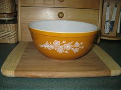 Pyrex Butterfly Gold Mixing Bowl #403