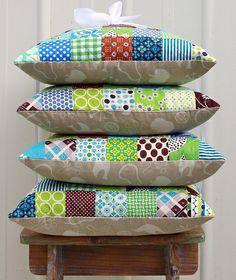 Four patchwork pillows. inspiração p/ fotografar almofadas