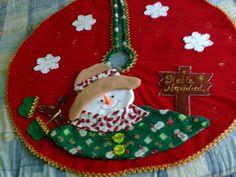 pie de arbol - Medellín - Objetos de decoración - produtos Christmas Decorations, Christmas Tree, Christmas Ornaments, Holiday Decor, Felt Crafts, Diy And Crafts, Interior Design Living Room, Tree Skirts, Snowman
