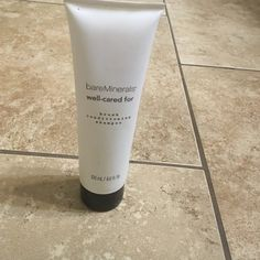 Bare minerals brush conditioning shampoo Brand new bare minerals well cared for brush conditioning shampoo that contains 4.0 fl oz to keep your brushes like new!!!! bareMinerals Makeup Brushes & Tools