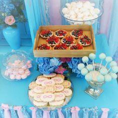 Dessert table, boho turquoise fuchsia wedding cake pops, cookies, tartlets, macarons #aidinabakeacake свадебный торт и сладкий стол на заказ Москва