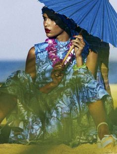 Cris Urena Elle US - The Cris Urena Elle US editorial graces the publication's February 2013 issue. This sunny portrait series stars the Dominican beauty who poses in. Tropical Fashion, Paradise City, Parasol, Summer Feeling, Beauty Hacks Video, Trends, Summer Of Love, Fashion Prints, Fashion Design