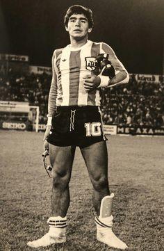 Mi foto favorita!! Maradona finalizando un partido dejo todo!! Football Icon, Football Art, World Football, Nike Football, Football Players, Mad Men, History Of Soccer, Argentina Football, Salah Liverpool