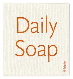 """Schwammtuch """"Daily Soap"""" (orange). Das bedruckte Schwammtuch ist ein Naturprodukt und einfach in der Waschmaschine zu reinigen. Es verfärbt nicht, hat eine lange Lebensdauer und ist kompostierbar. Produziert in Deutschland. 20 cm x 22 cm. 70% Viskose, 30% Baumwolle. - Erhältlich bei: http://shop.hokohoko.com"""